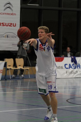 Tobias Lange war einer der Aktivposten gegen Bernau